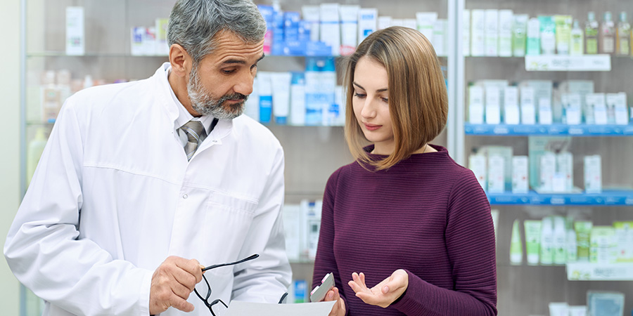 Doctor consulting patient on how much cbd tincture to take for pain. cbd isolate tincture. cbd tincture oil