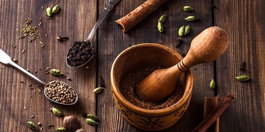 Hemp seeds in spoons.