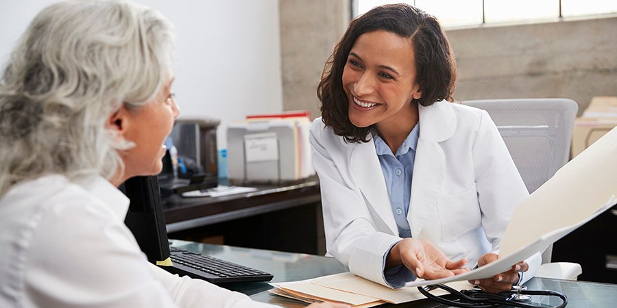 Female doctor consulting with female patient on using CBD for back pain. best cbd oil for back pain. using cbd oil for pain. cbd oil for chronic back pain.